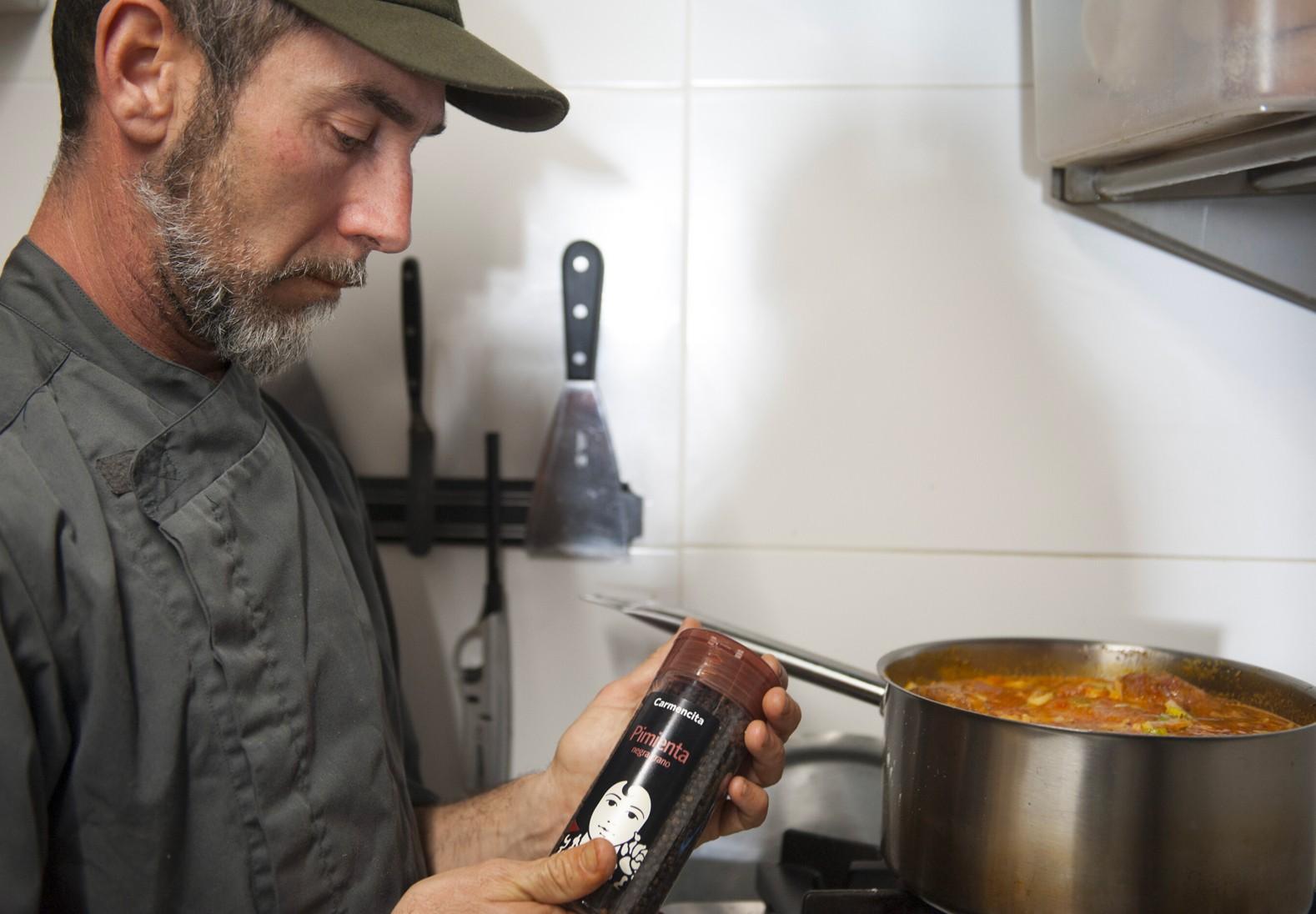 "Carmencita cocina con Rodrigo Ramírez de ""La Zona Social Bar"", Alicante"