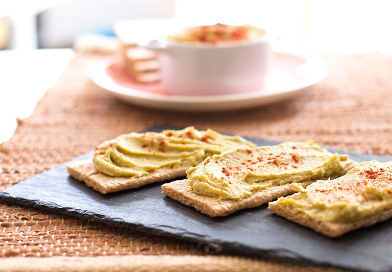 Carmencita Express receta: hummus de aguacate con tahini, Alicante.