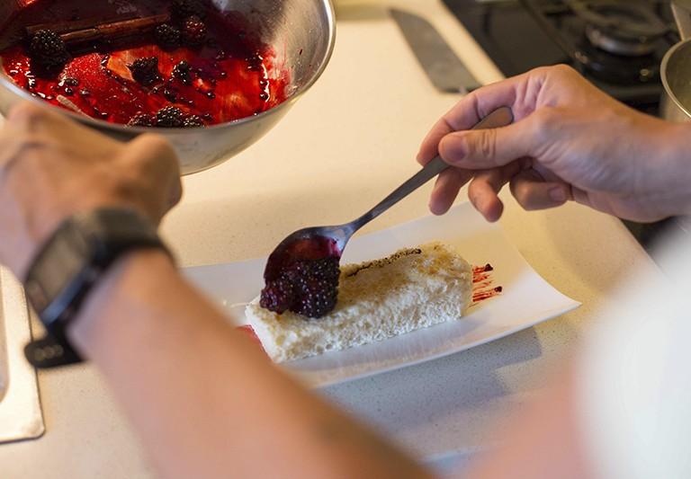 Carmencita en la cocina de Abel Serraima: torrijas con caramelo de moras