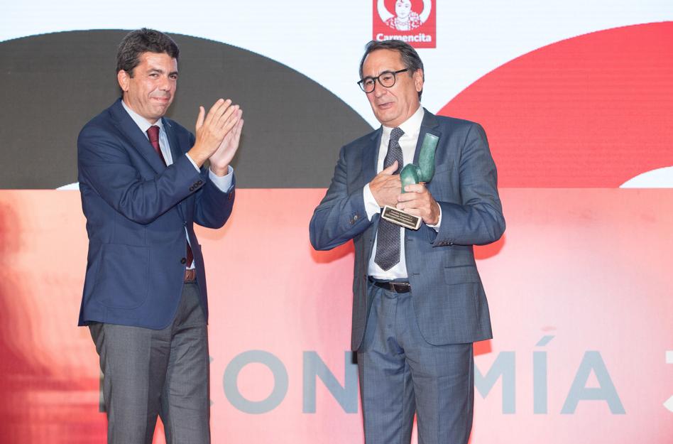 Jesús Navarro galardonado en los premios Economía 3 Alicante