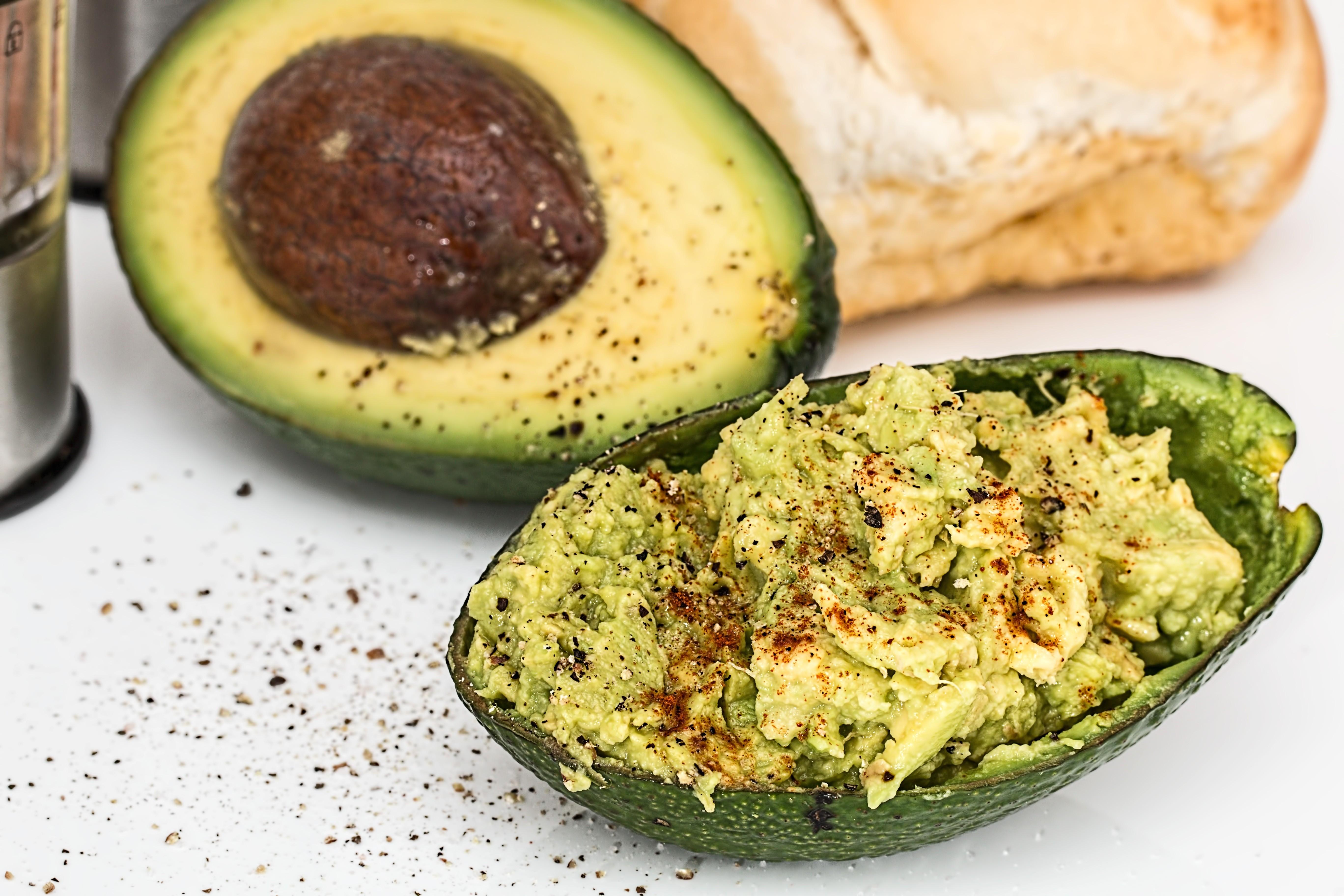 Potencia el sabor de tu guacamole con cilantro y cayena